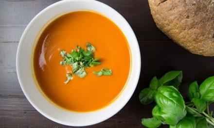 Σούπα βελουτέ με μαϊντανό και τζίντζερ
