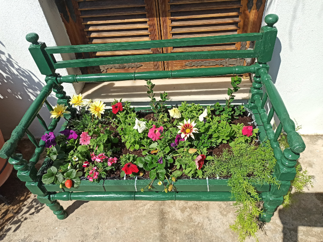 Κήπος με ανακυκλώσιμα υλικά: Πώς να τον φτιάξεις