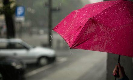 Βροχές και καταιγίδες με 6.500 κεραυνούς σε όλη την Ελλάδα