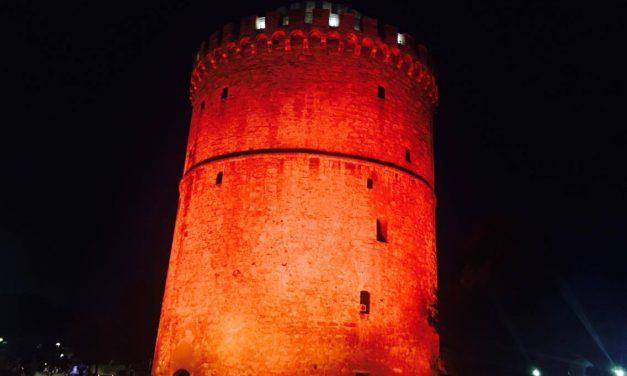 Ο Λευκός Πύργος στα πορτοκαλί στις 25 Νοεμβρίου