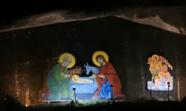 Μια φάτνη Χριστουγέννων σε βράχο των Μετεώρων