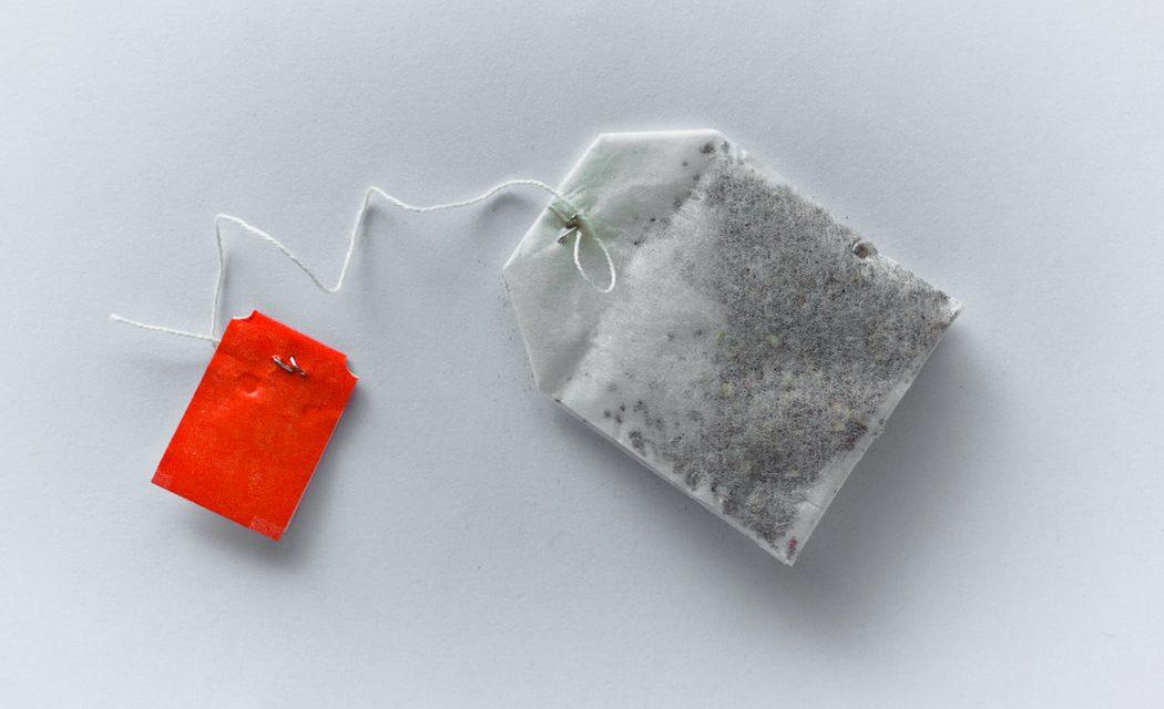 Τα πλαστικά φακελάκια τσαγιού απελευθερώνουν δισεκατομμύρια σωματίδια μικροπλαστικού