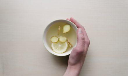 Πόσιμο ζεστό νερό: Πώς βελτιώνει την υγεία μας