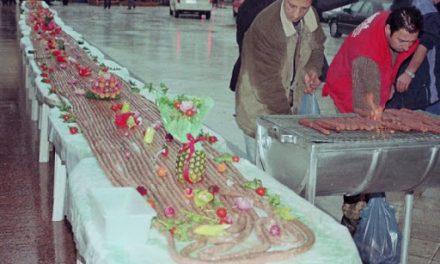 Σαν σήμερα 28 Φεβρουαρίου: Το Διδυμότειχο κάνει Τσικνοπέμπτη με λουκάνικο 535 μέτρων