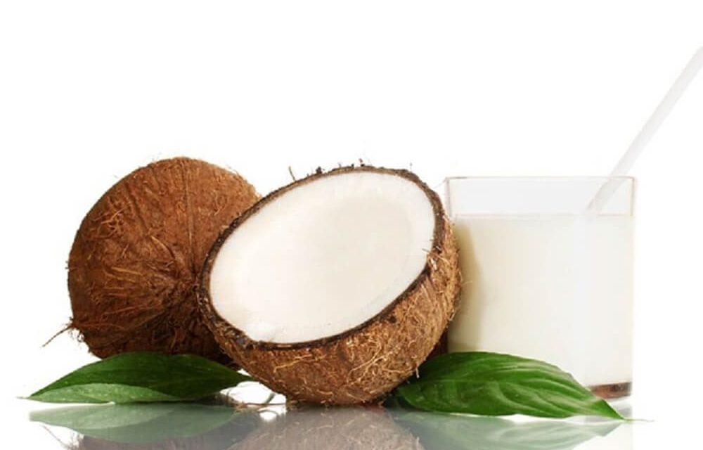 Γάλα καρύδας: Τα 3 βασικά οφέλη του για την υγεία