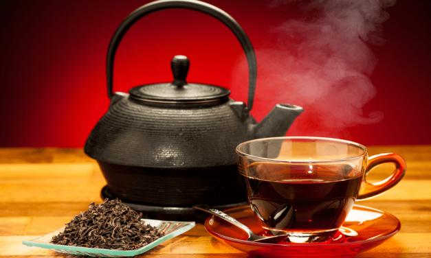 Μαύρο τσάι: Τα οφέλη του και οι διαφορές με το πράσινο
