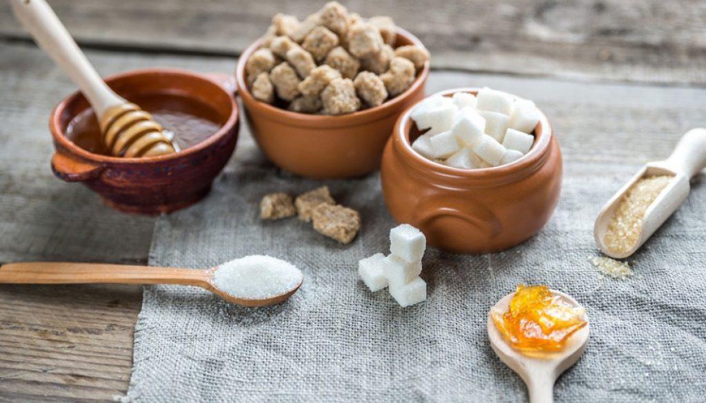 Μέλι vs ζάχαρη: Ποιο είναι καλύτερο για υγιεινή διατροφή