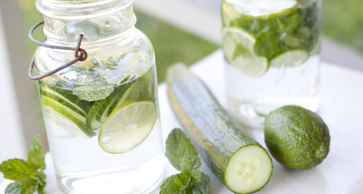 Νερό με αγγούρι: Τα οφέλη του στην υγεία μας & tips για πιο γευστικό
