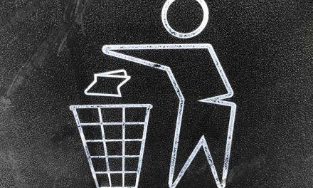 Ο Δήμος Πειραιά αντικαθιστά τους κάδους απορριμμάτων και καθαρίζει τους δρόμους