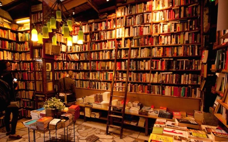 Ένα μαγικό βιβλιοπωλείο στο Παρίσι.. στο οποίο μπορείς να ζήσεις