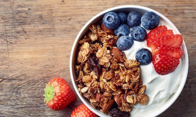 8 λόγοι να τρως ελληνικό γιαούρτι και πώς να το βάλεις στη διατροφή σου