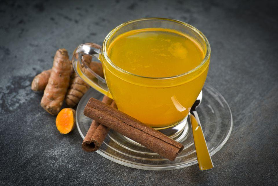 Τσάι κουρκουμά: 9 οφέλη και πώς να το φτιάξεις