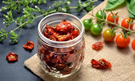 Λιαστή ντομάτα: Διατροφική αξία και πώς να κάνεις τη δική σου