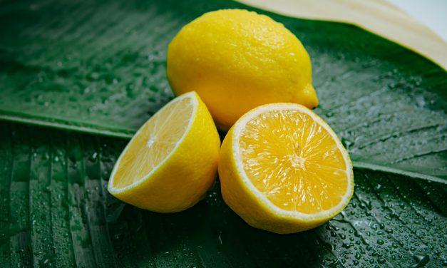 12 πράγματα που μπορείς να καθαρίσεις με λεμόνια