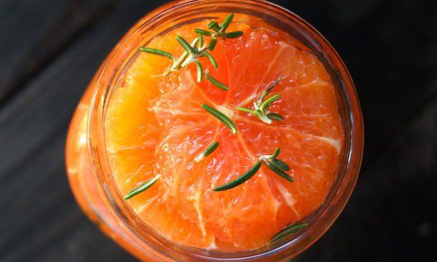 Μαριναρισμένα πορτοκάλια με δεντρολίβανο και μέλι